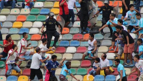 Los barristas de la 'U' y Cristal se han tomado a golpes en los mismos estadios