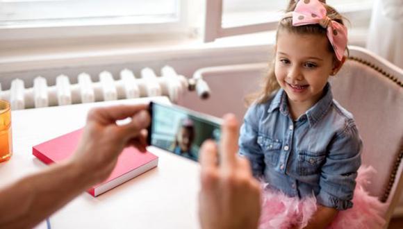 Hacer fotos a los niños no tiene nada de malo, pero hay que saber cómo las hacemos y cómo las usamos. (Foto: Getty Images)