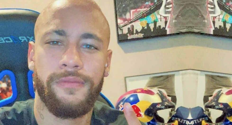 Neymar se cansó del rosado y estrena nuevo look en PSG