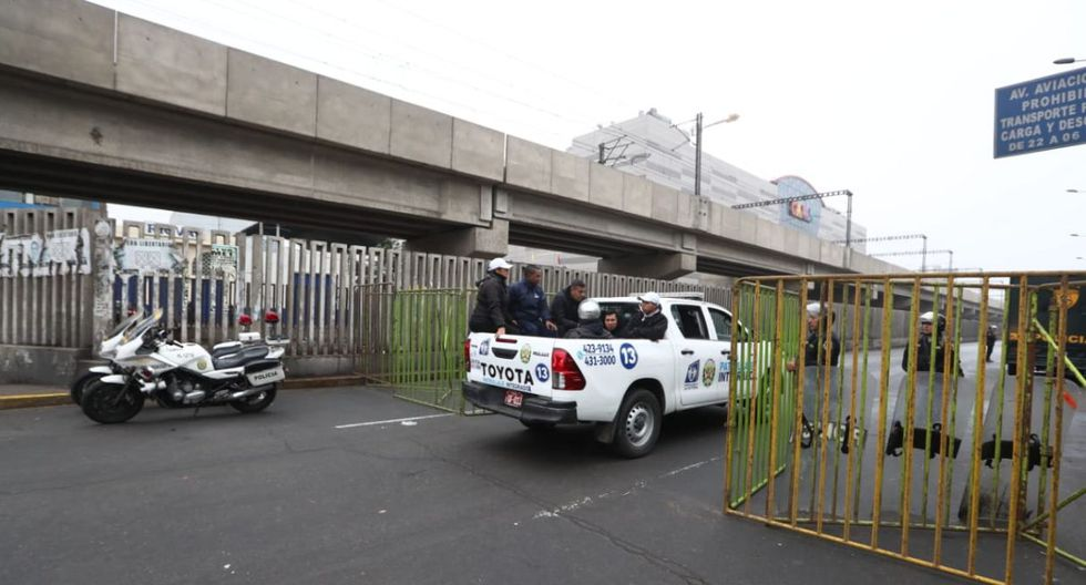 Los trabajos iniciaron en la madrugada y actualmente el tránsito en la zona es solo peatonal. (Foto: Alessandro Currarino)