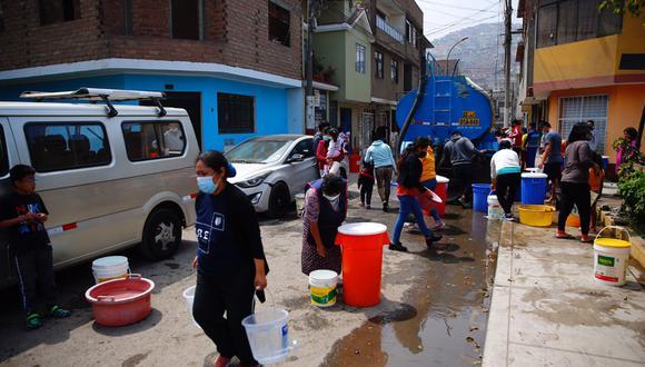 Los vecinos denunciaron la falta de agua en diferentes puntos del distrito de San Juan de Lurigancho durante el corte del servicio por parte de Sedapal (Foto: Hugo Curotto / @photo.gec)