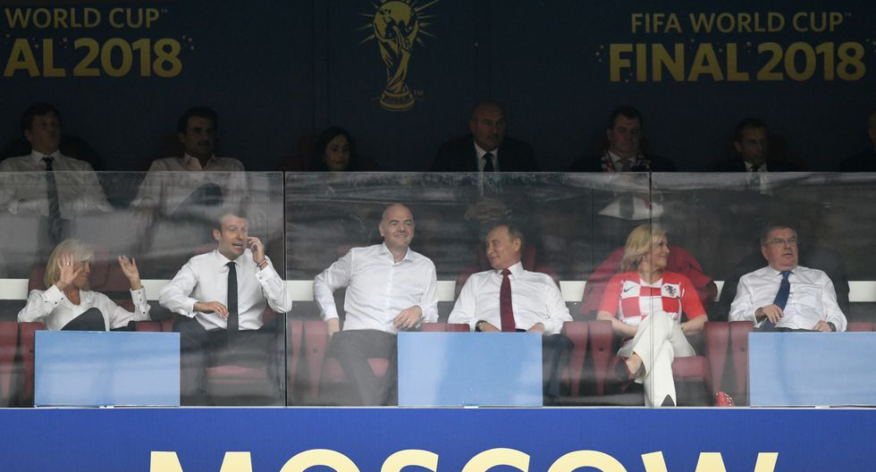 Emmanuel Macron, presidente de Francia, no pudo contener la emoción con los goles marcado por su selección. (Foto: AFP)